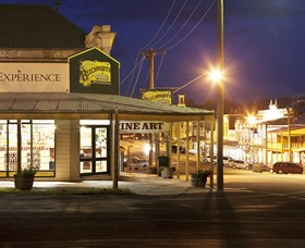 Beechworth Honey Experience Logo and Images