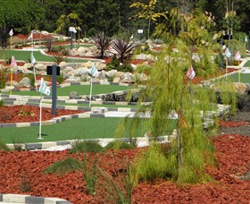 18 Hole Mini Golf - Club Husky Logo and Images