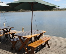 Dine at Tuross Boatshed and Cafe Logo and Images