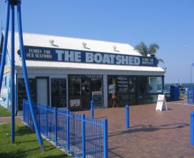 Innes Boatshed Logo and Images