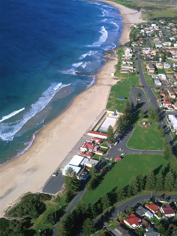 Thirroul Beach Logo and Images