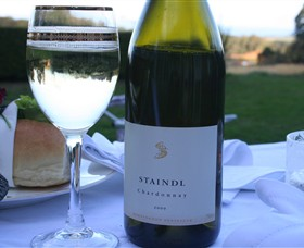 Staindl Wines Logo and Images