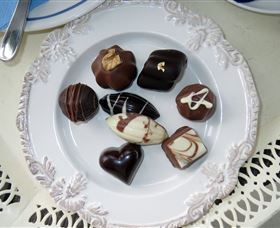 Robyn Rowe Chocolates Logo and Images