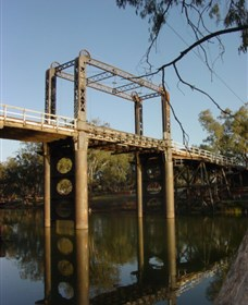 The Historic Barwon Bridge Logo and Images