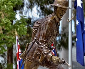 Private Robert Mactier Statue Logo and Images