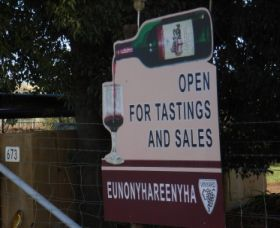 Eunonyhareenyha Winery Logo and Images