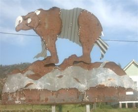 Diprotodon Drive - Tamber Springs Logo and Images