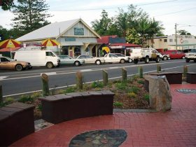 Maleny Handicraft Markets Logo and Images