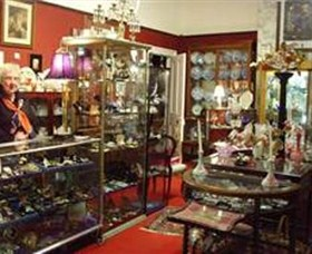 Nerilee Antiques Logo and Images
