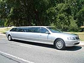 In Vogue Limousines Logo and Images