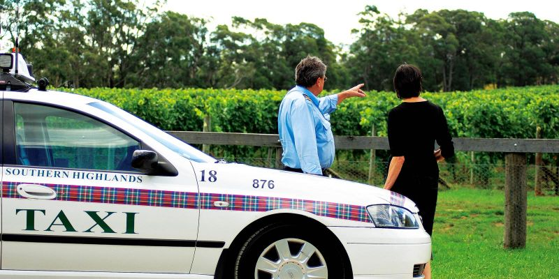 Southern Highlands Taxis, Limousines and Coaches Logo and Images