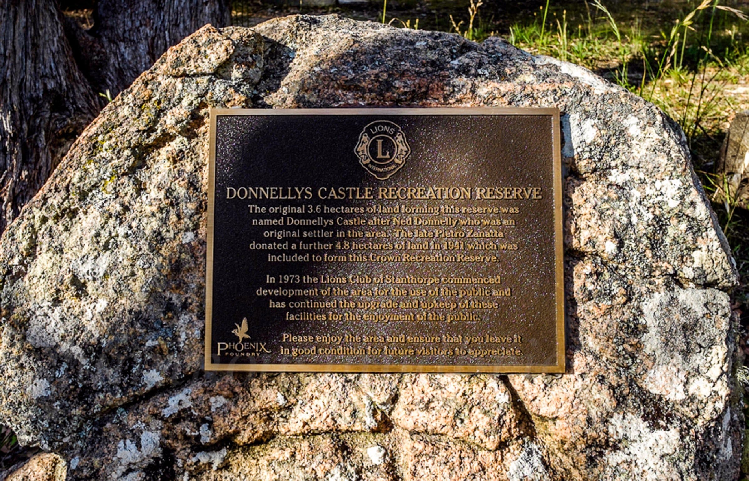Donnellys Castle Logo and Images