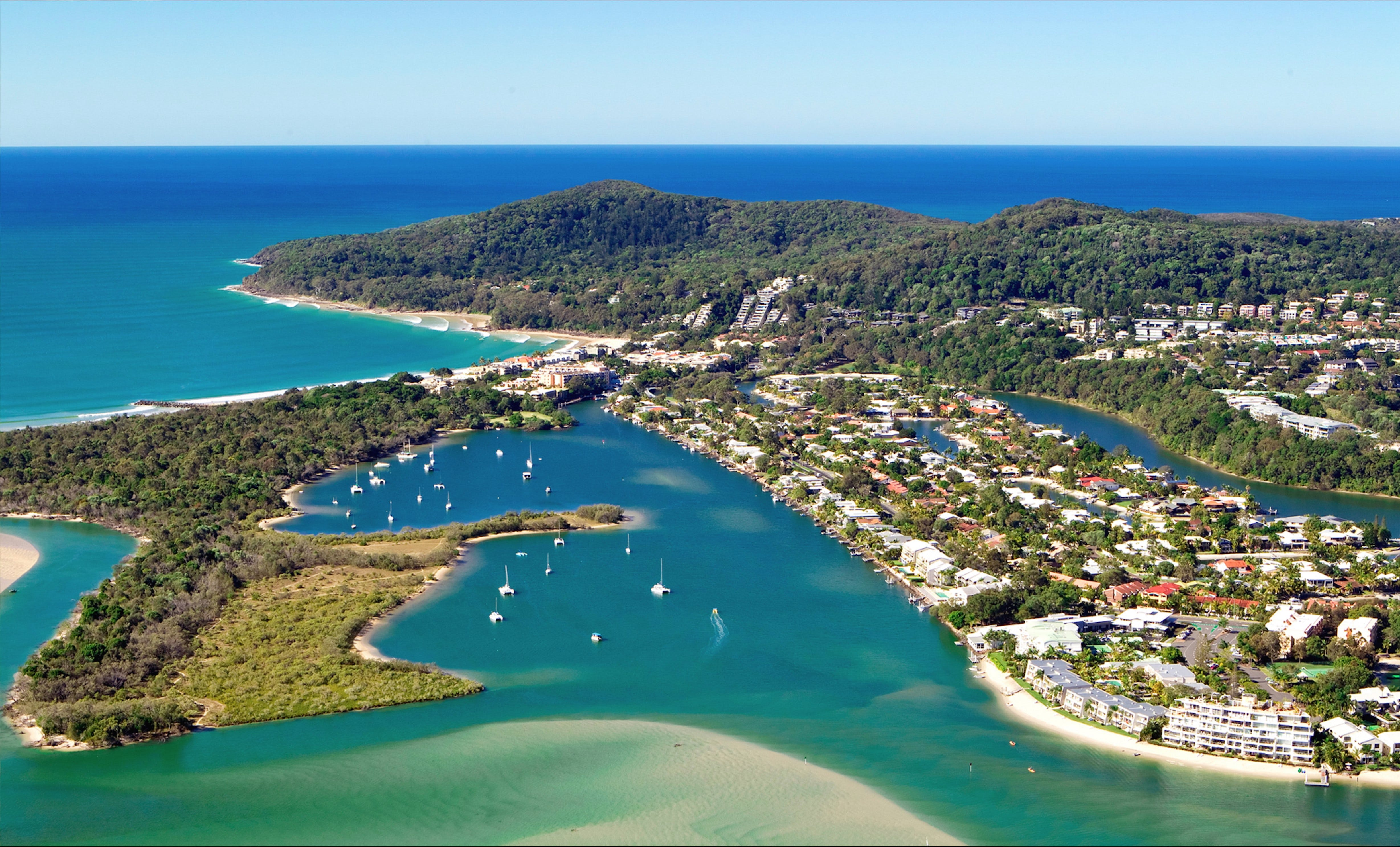 Noosaville Logo and Images