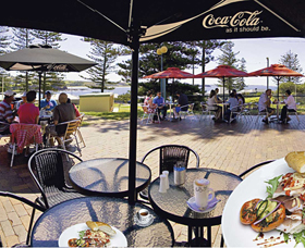 The Beach and Bush Gallery and Cafe Logo and Images