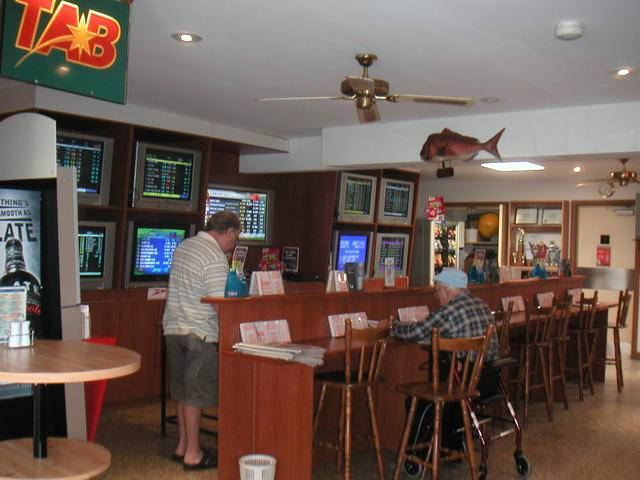 Jacobs Well Bayside Tavern Logo and Images