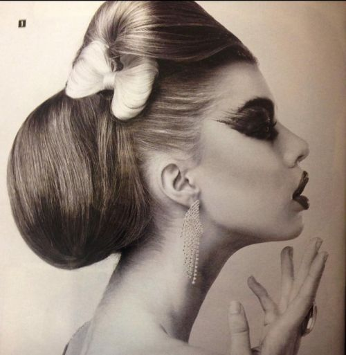 Bowies Hair & Beauty Logo and Images