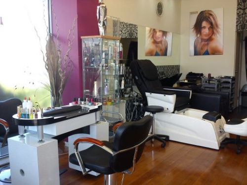 Daxas Hair and Beauty Salon Logo and Images