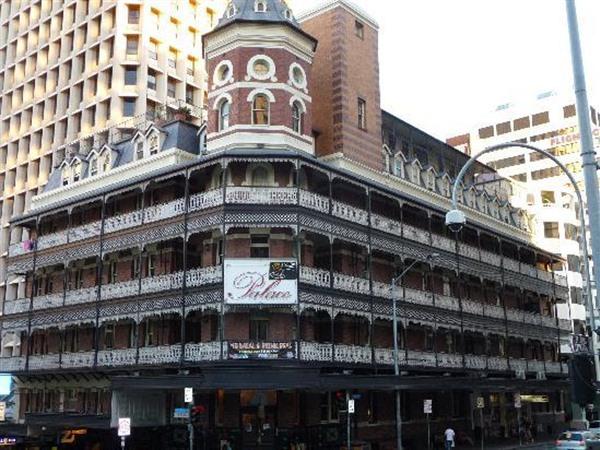 Base Brisbane Backpackers Central Image