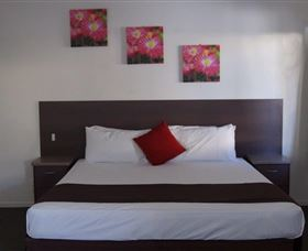 Coral Sands Motel Mackay Logo and Images