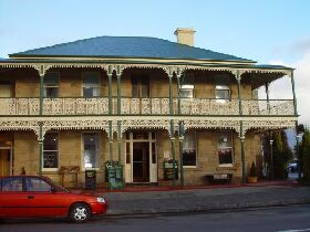 Richmond Arms Hotel - The