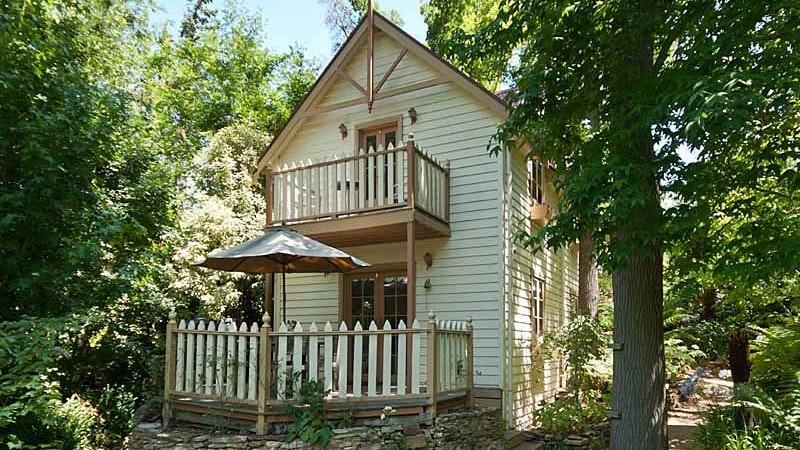 Aldgate Creek Cottage Bed and Breakfast
