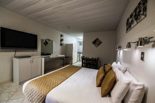 Elkira Motel