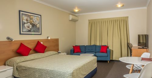 Nambour Heights Motel Logo and Images