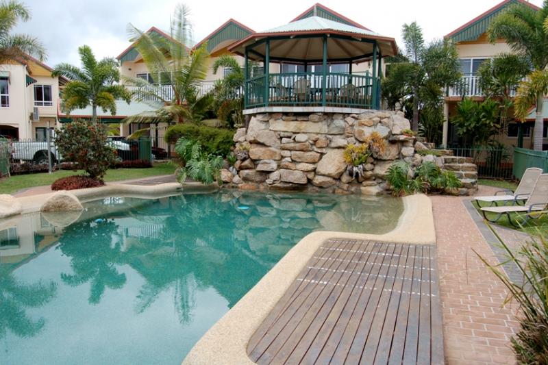 Tinaroo Lake Resort - Holiday Apartments Logo and Images