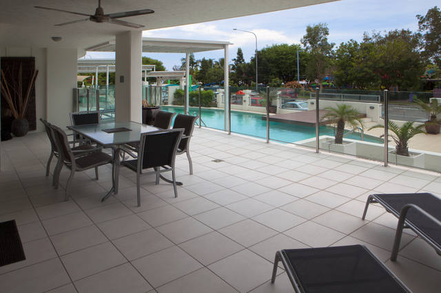 Waters Edge Apartments Cairns Logo and Images