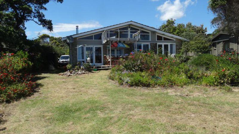 Te Ngaere Bay Holiday Home