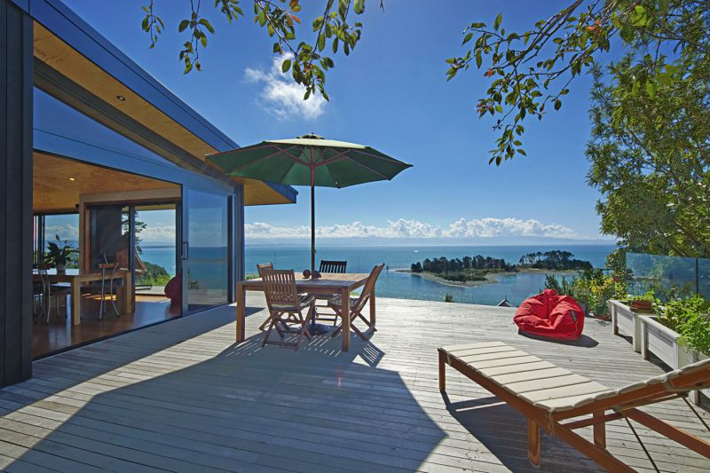 Haulashore Views - Nelson Waterfront Holiday Home