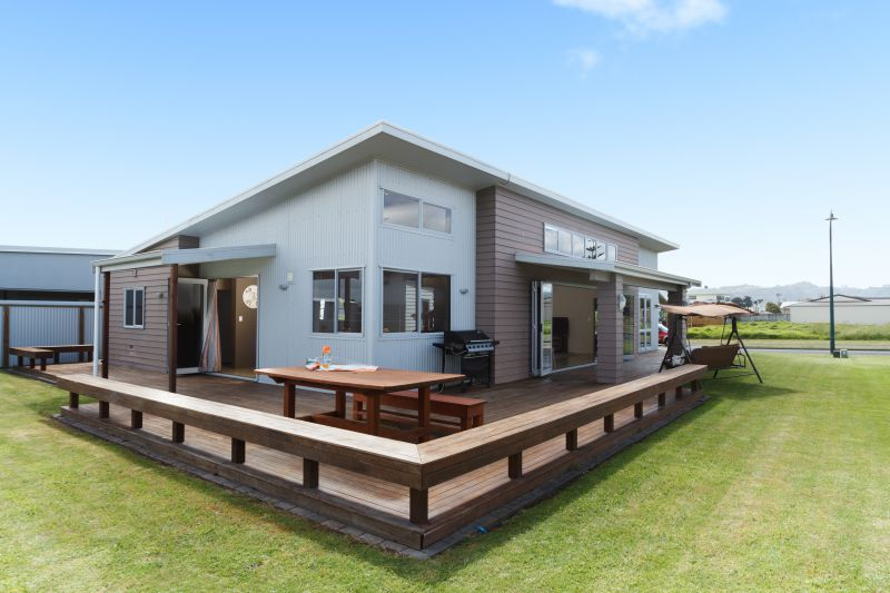 Vitamin Sea - Waihi Beach Holiday Home