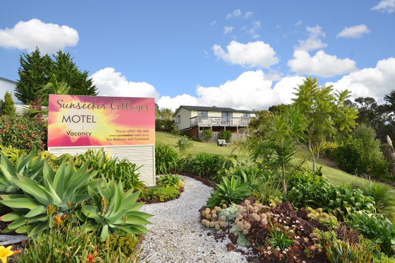 Sunseeker Cottages Motel