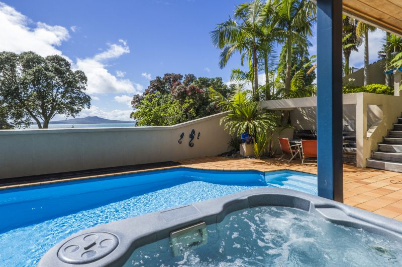 Beachside Holiday - Castor Bay Holiday Apartment