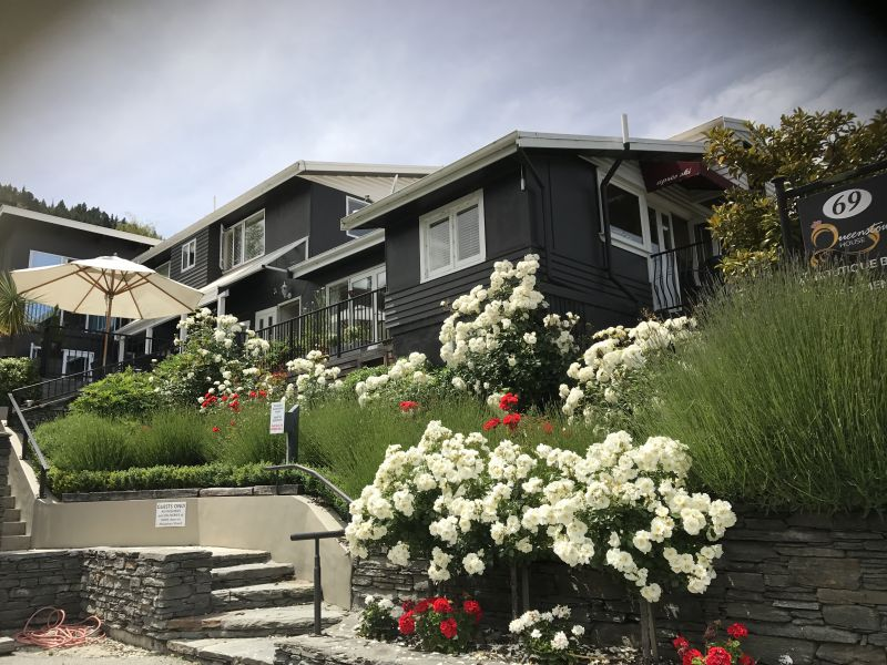 Queenstown House Boutique B&B and Apartments