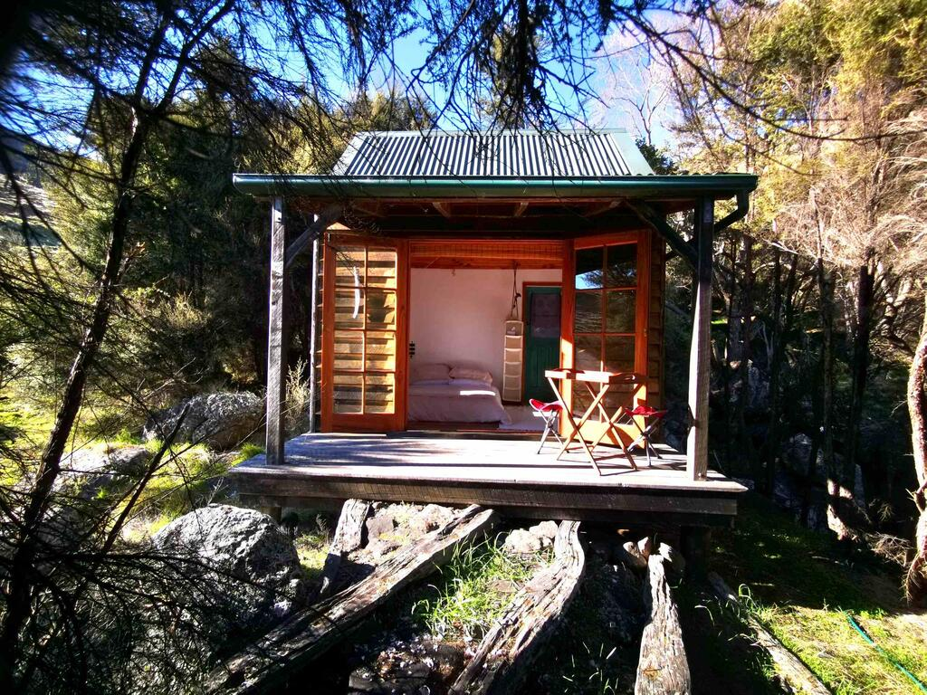 Manaaki Mai, Rustic Retreat