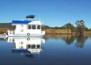 Tweed River House Boats Logo and Images