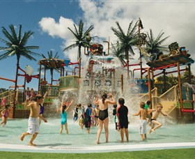 Wet 'n' Wild Water World Logo and Images