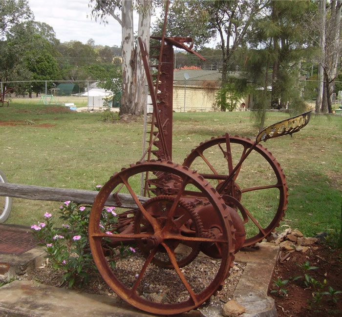Yarraman Heritage Centre Logo and Images