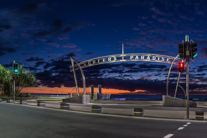 Luxury Brisbane Airport Transfers To and From Surfers Paradise for up to 11 Per Logo and Images