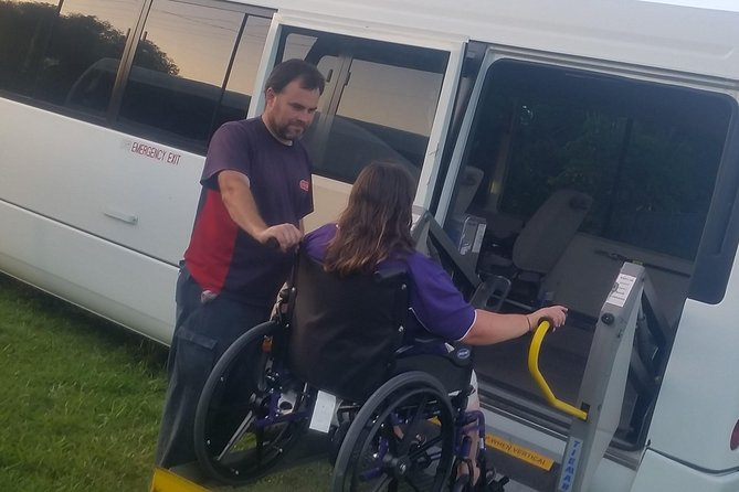 Brisbane Airport Arrival Shared Shuttle Service with Wheelchair Access Logo and Images
