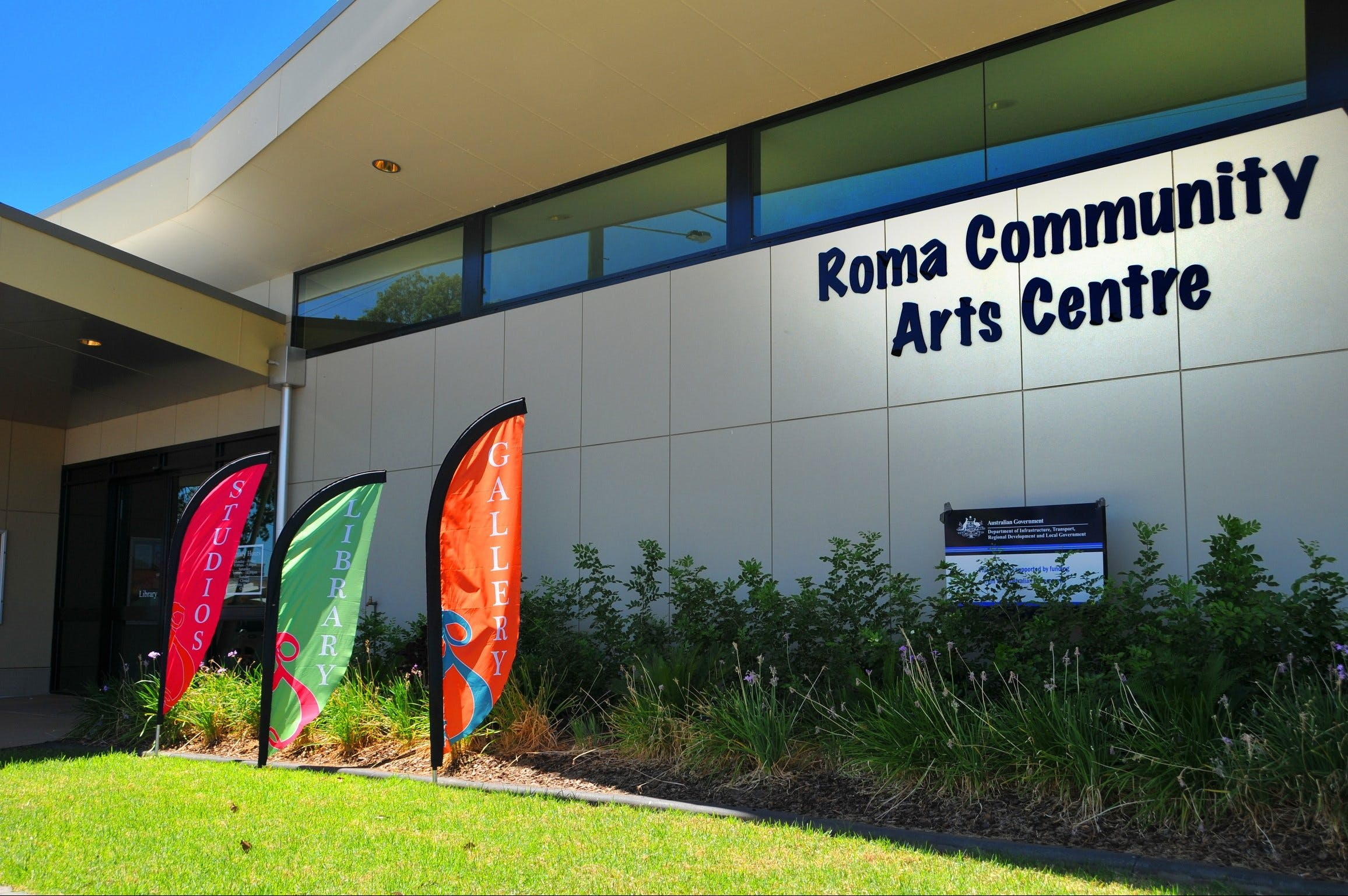 Roma on Bungil Art Gallery and the Walk of Art Logo and Images
