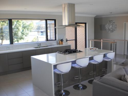 Australian Bathrooms & Kitchens