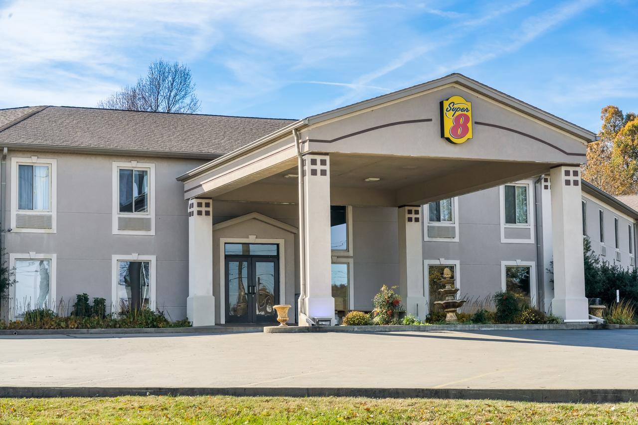 Super 8 by Wyndham Calvert City Kentucky Lake Area