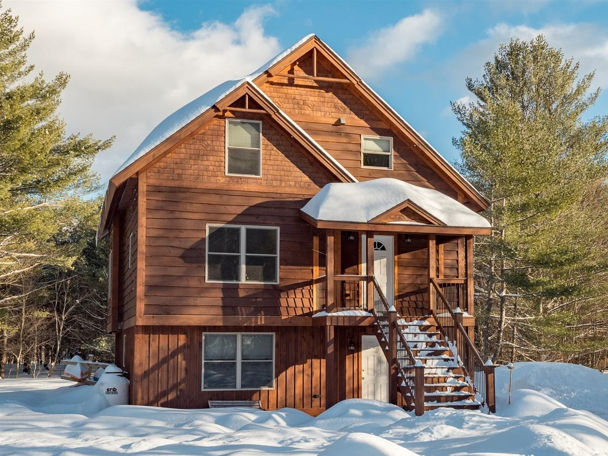 Vacation: Spur Road Ski Chalet