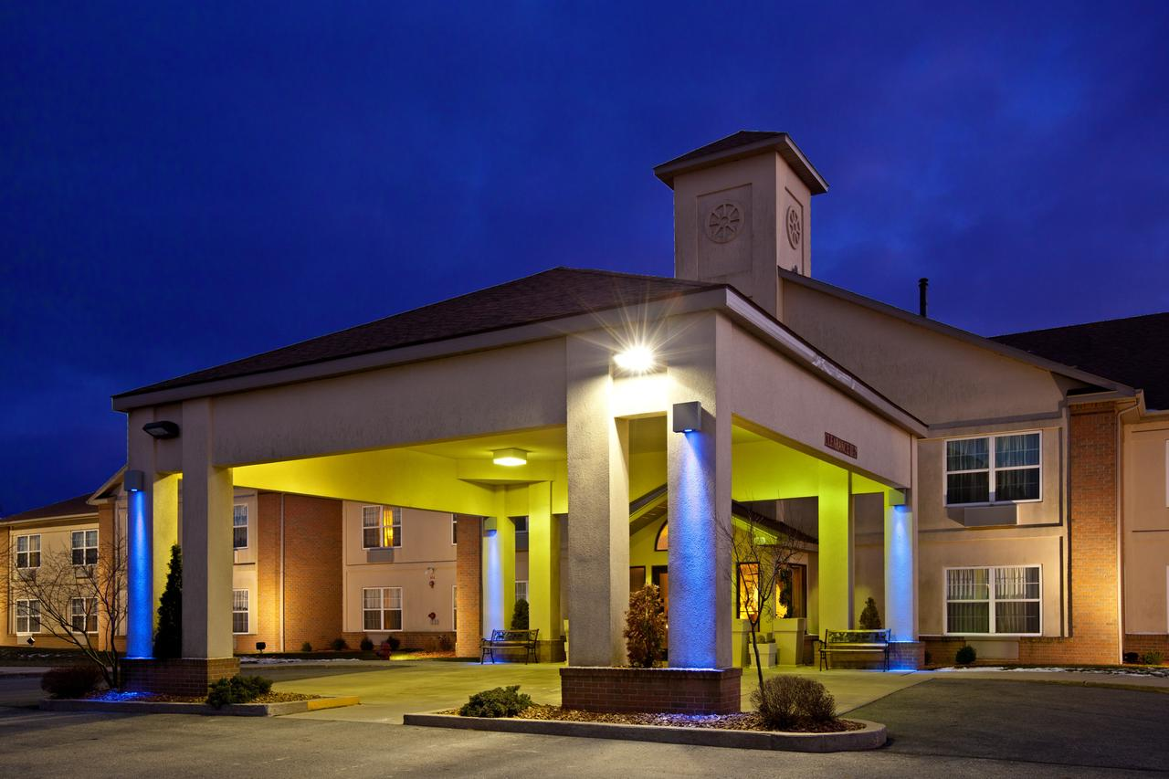 Holiday Inn Express  Suites Bad Axe