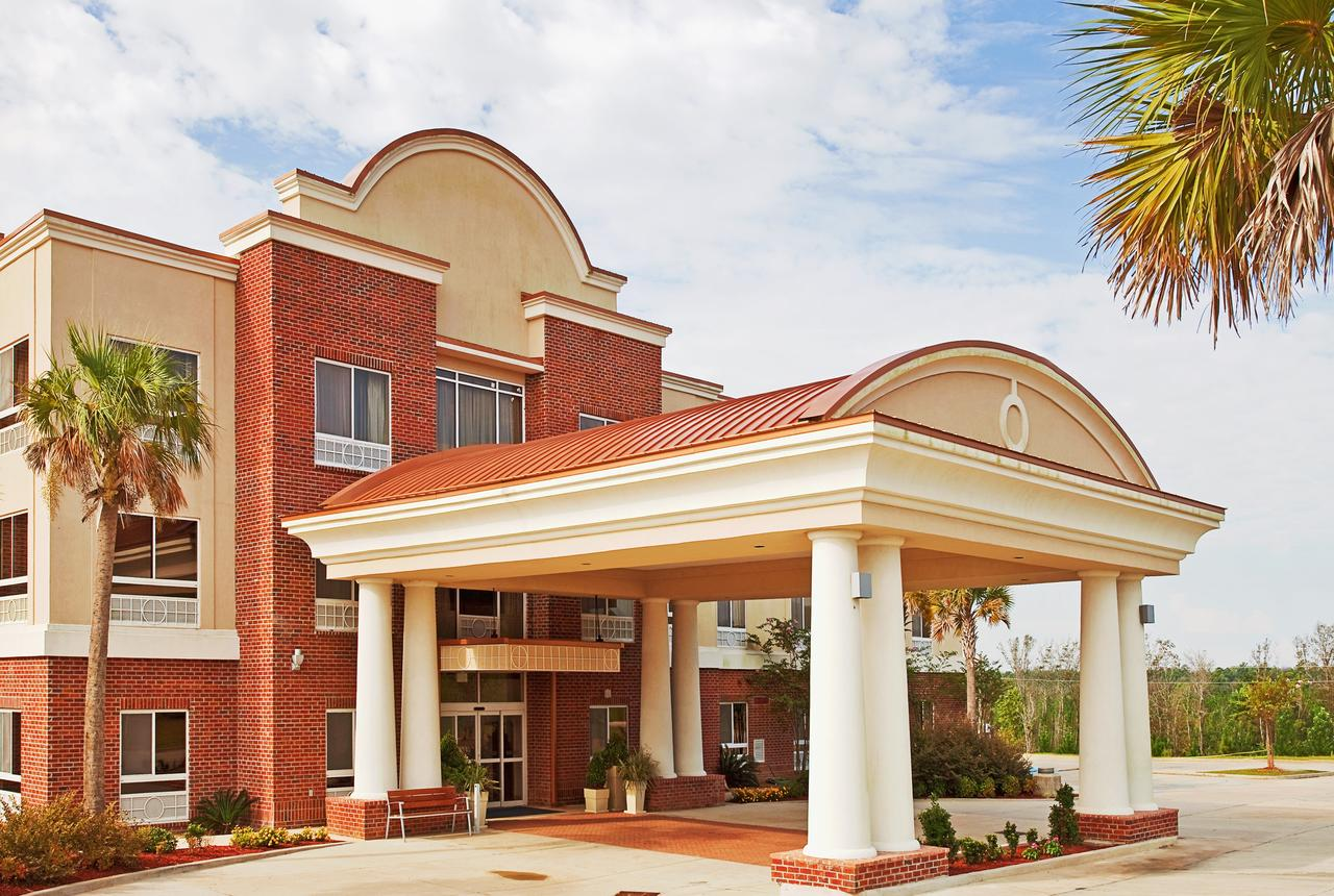 Holiday Inn Express Hotel & Suites Lucedale