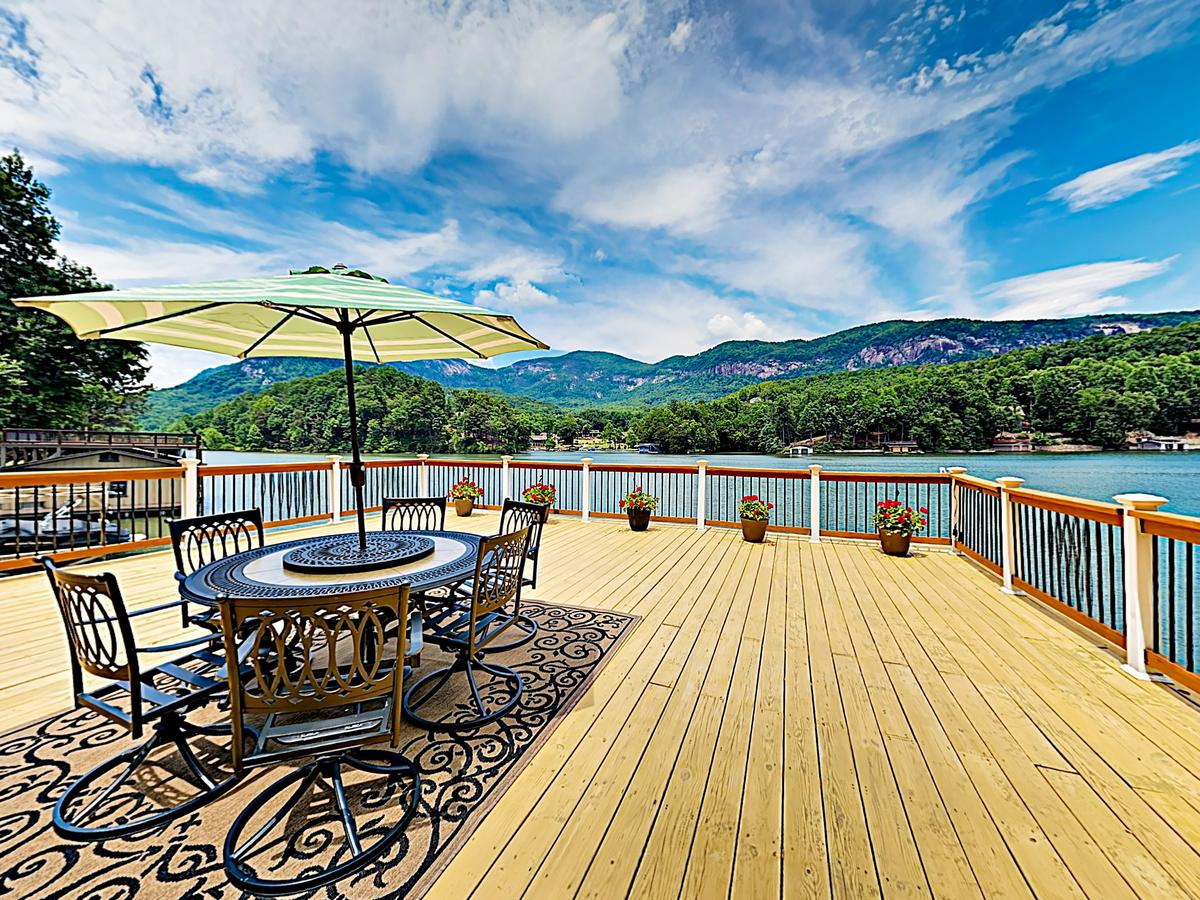 New Listing Lakefront Cabin Deck Mountain View Home
