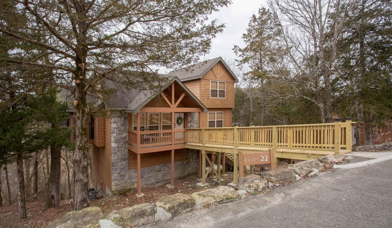 Whispering Woods Lodge-Sleeps 10 Home