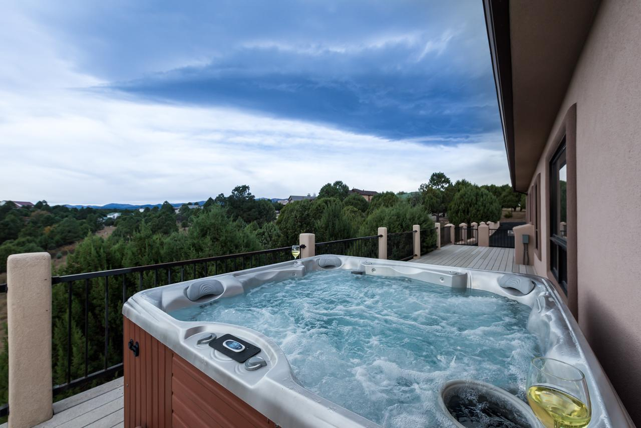 Mountain Views 3 Bedrooms Sleeps 6 Jetted Tub WiFi Hot Tub Deck